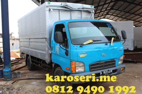 karoseri-wingbox-truck-manual-system-hyundai